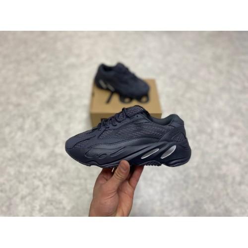 Кроссовки женские  Adidas yeezy 700