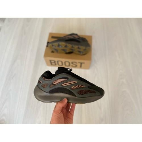 Кроссовки женские  Adidas yeezy Boost 700 V3 - арт.333661