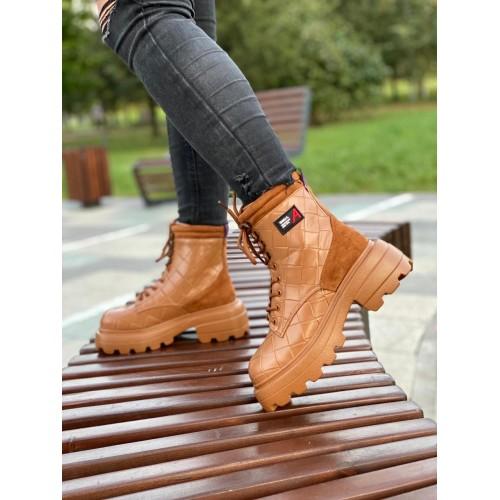 Ботинки женские на шнуровке Araz