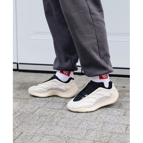 Кроссовки женские Adidas Yeezy Boost 700 V-3 - арт.330615