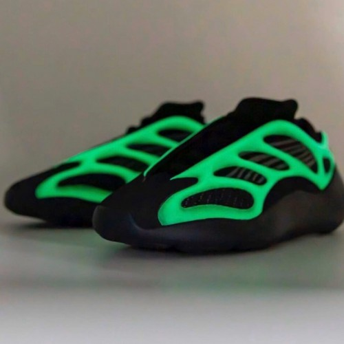 Кроссовки женские Adidas Yeezy 700 V3